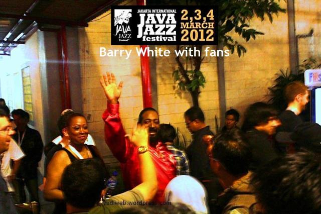 Barry White, first time to Indonesia & to Java Jazz Fest. He giving a hi-five to peoples