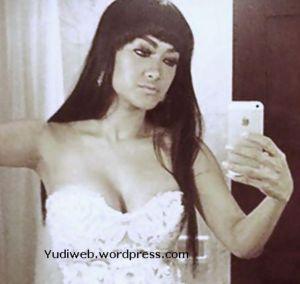 Julia Perez Jupe Hot Selfie