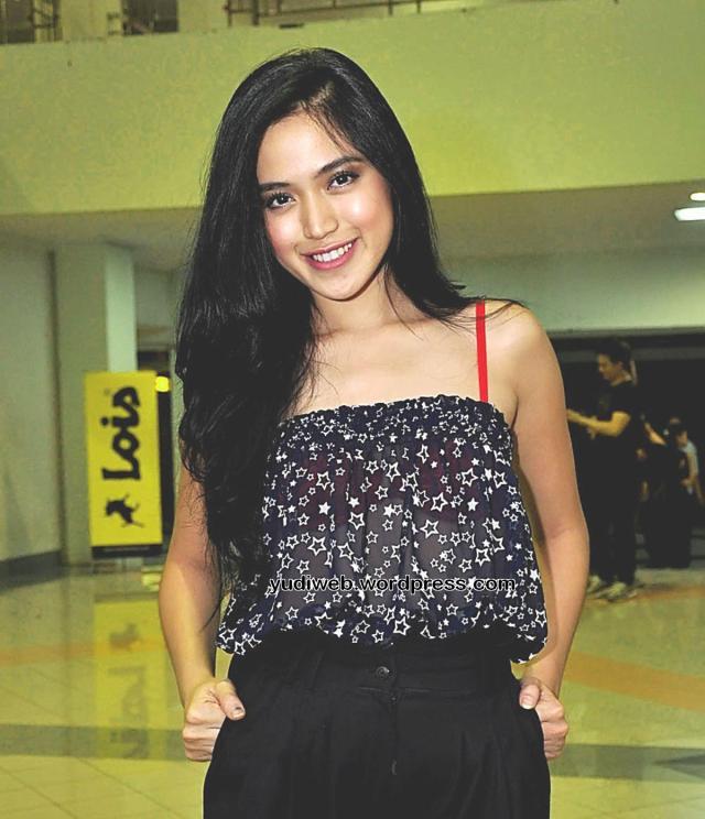 Gaun Tembus Pandang Jessica Iskandar 02
