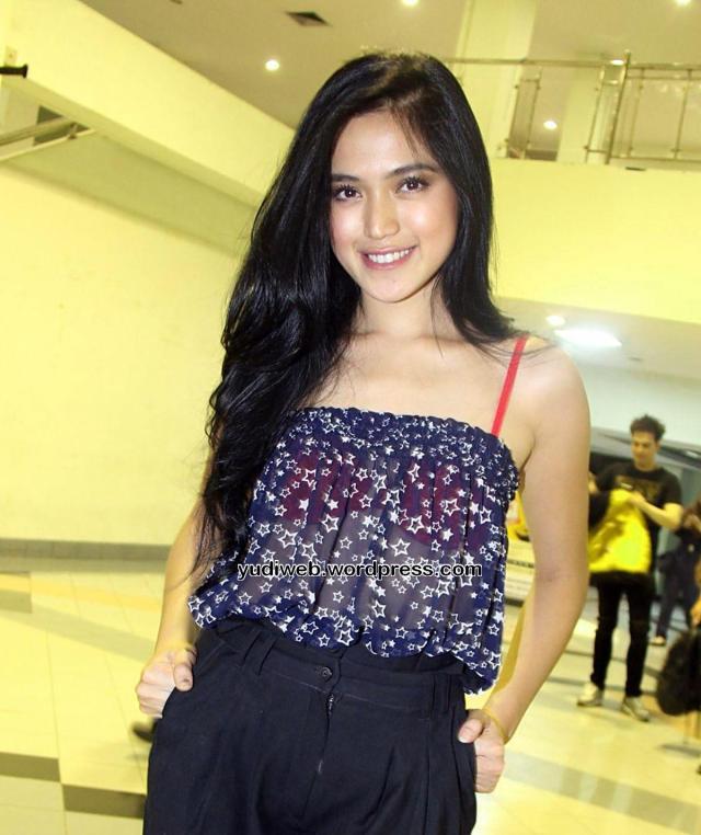 Gaun Tembus Pandang Jessica Iskandar 03