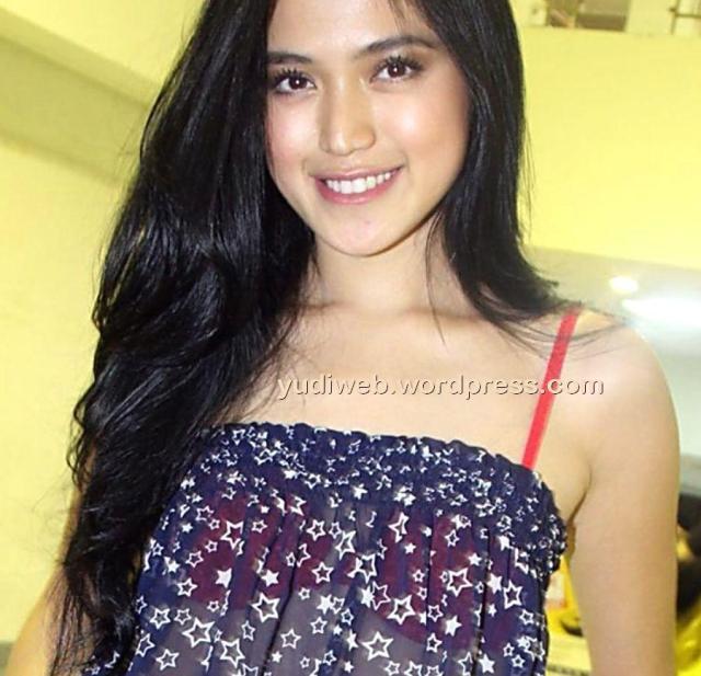 Gaun Tembus Pandang Jessica Iskandar 04