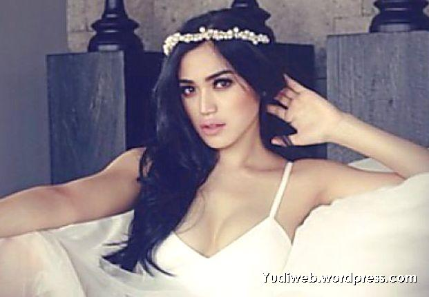 Jessica Iskandar seksi baju putih