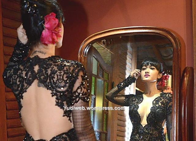 julia perez seksi hot kebaya hitam 03