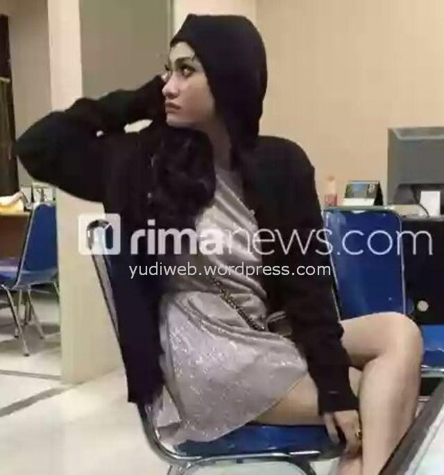 Amel Alvi Amelia Alviana 16