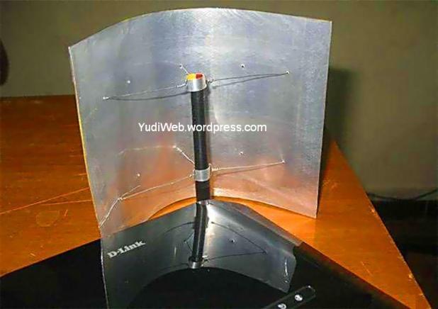 memperkuat signal-wifi-router-dengan lempengan aluminium dan kawat