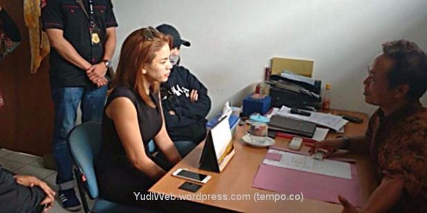 Nikita Mirzani di kantor polisi