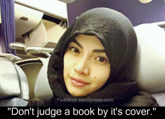 nikita mirzani jilbab di pesawat