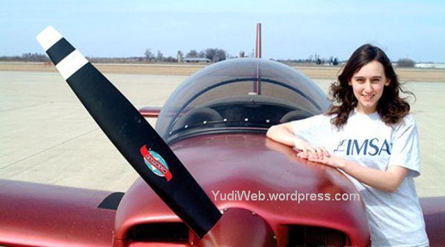 Sabrina-Gonzalez-Pasterski-membuat-pesawat-sendiri